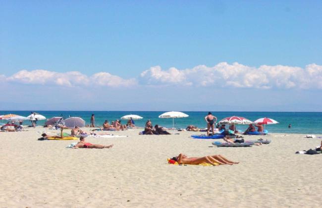 olympic-beach-statiunea-cu-nisip-auriu-din-nordul-greciei-18450884